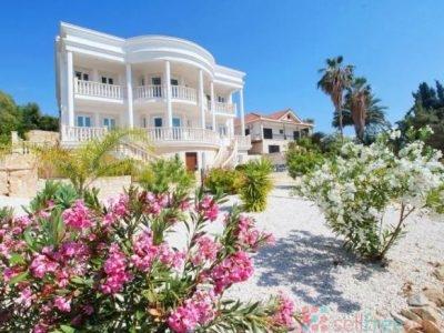 Luxury 7 bedroom Villa in Сoral Bay