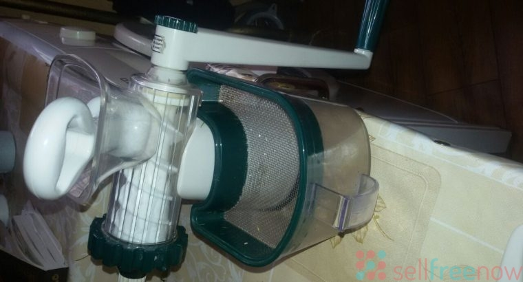 Wheat juice squeezer