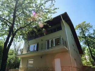 A 2generation family house is for rent in Budapest